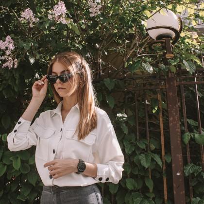 Белая рубашка с черными акцентами с Алиэкспресс за 1400 руб.