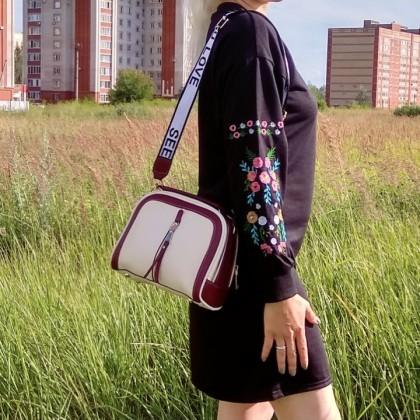 Классная сумочка кроссбоди от YBYT
