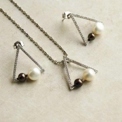 Серьги Daimi с жемчужинками в геометрическом стиле