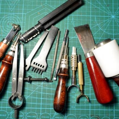 Хобби. Инструмент для работы с кожей.