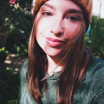 Недорогая шапочка цвета корицы на осень
