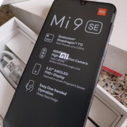 Смартфон Xiaomi Mi 9 SE с глобальной прошивкой