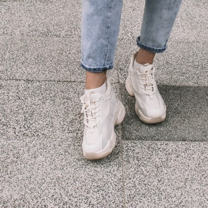 Популярные массивные кроссовки