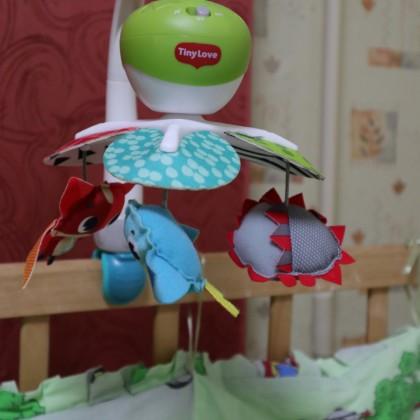 Музыкальная карусель для детской кроватки TINY LOVE