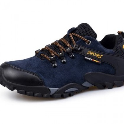 Light Weight Hiking shoes Men suede leather shoes.