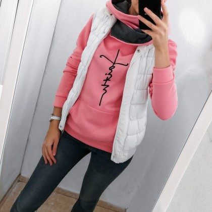 Розовая толстовка