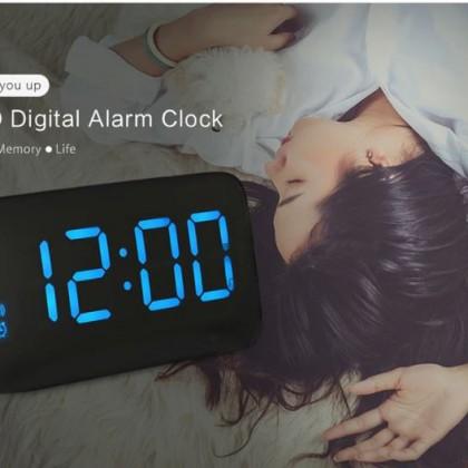 Электронный будильник часы для дома