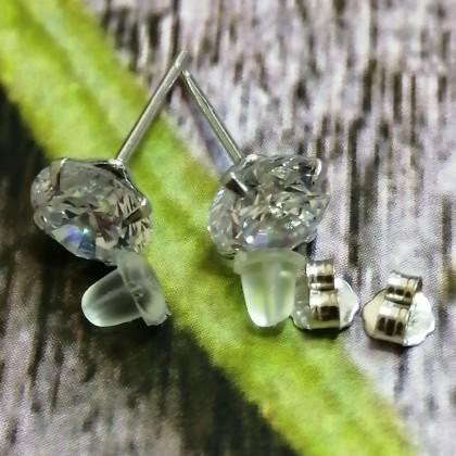 Серебряные серьги-гвоздики с кубическим цирконием стерлингового серебра 925 пробы