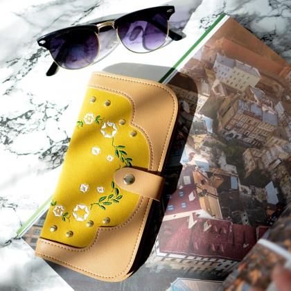 Вместительный кошелек с нежной вышивкой