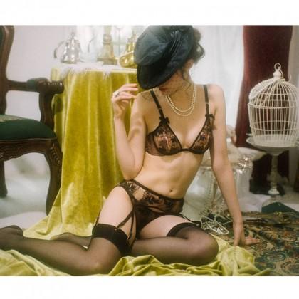 Комплект пикантного женского белья