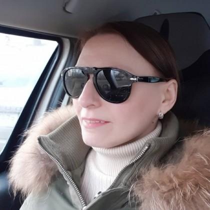 Хорошие очки унисекс с поляризацией и 100 процентной защитой от солнца.