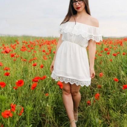 Лёгкое летнее платье или пляжный вариант платья с открытыми плечами