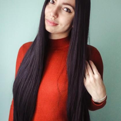 Жгучая брюнетка или длинный черный парик