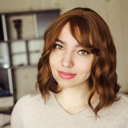 Крутой парик с волнистым каре с челкой
