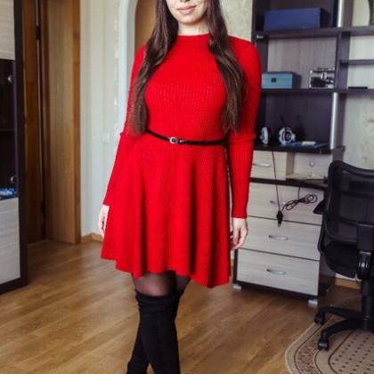 Популярное теплое зимнее трикотажное платье