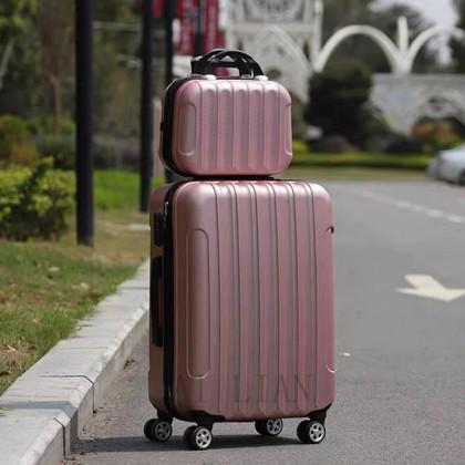Дорожный чемодан на колесиках-спиннерах
