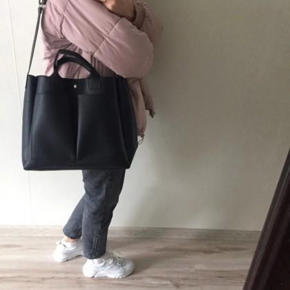 Вместительная кожаная сумка на плечо