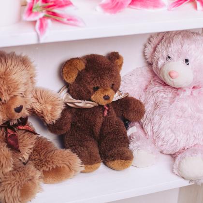 Блокаторы для шкафов. Какие купить и как сделать пространство безопасным для малыша?