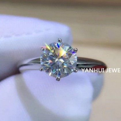 Luxury 18K White Gold Ring Original 2.0ct Zirconia Diamond.