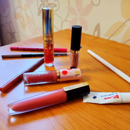 Обзор на продукты для губ из Золотого Яблока. Vivienne sabo, LOréal Paris, Eveline, Blistex
