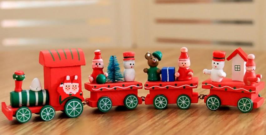 Новогодние игрушки, рождественский поезд.