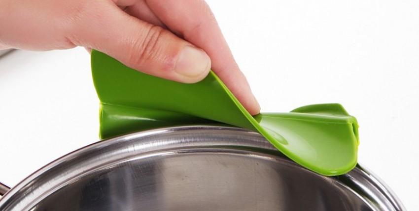 Силиконовая воронка для кастрюль и сковородок.