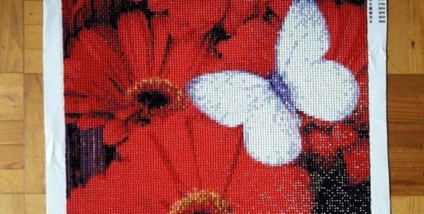 Алмазная вышивка Красные герберы с бабочкой