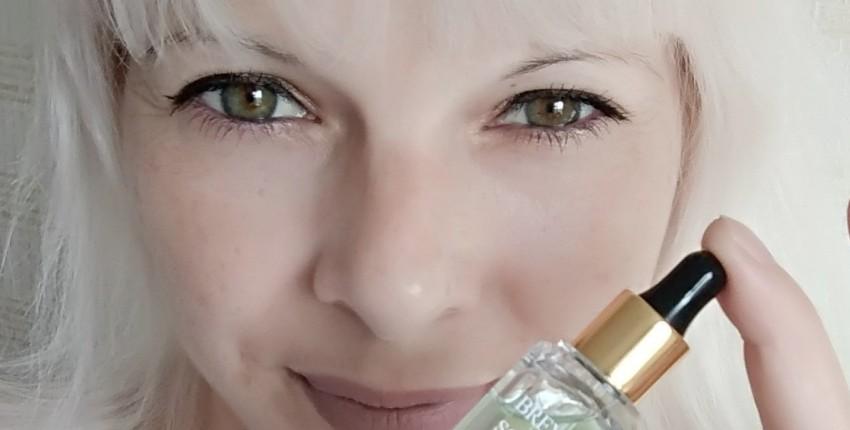 Восстанавливающая и успокаивающая сыворотка для лица от BREYLEE