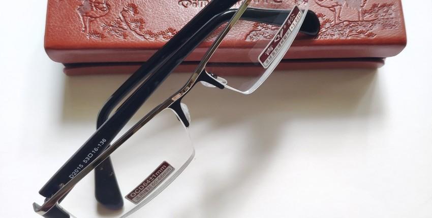 Мужские очки с диоптриями.