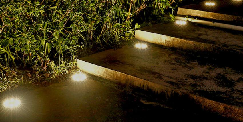 Уличные автономные светильники для клумб и газонов с солнечной панелью