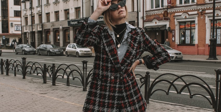 Твидовый пиджак, претендующий на легкое пальто
