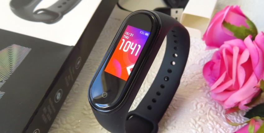 XIOMI MI BAND 4 - фитнес-браслет нового поколения! Полный обзор. Он однозначно стоит вашего внимания