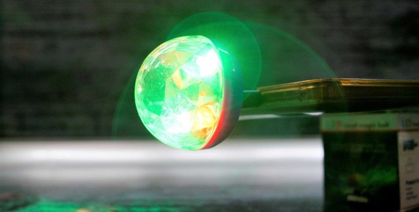 Мини RGB дискотека с голосовым управлением