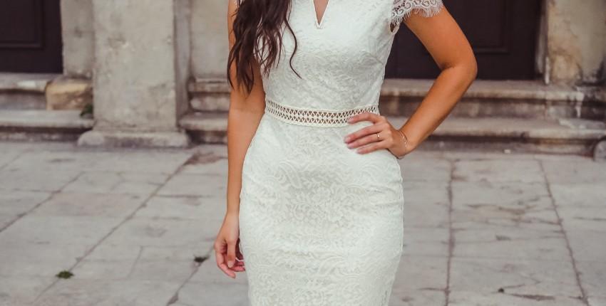 Кружевное платье длины миди с открытыми плечами