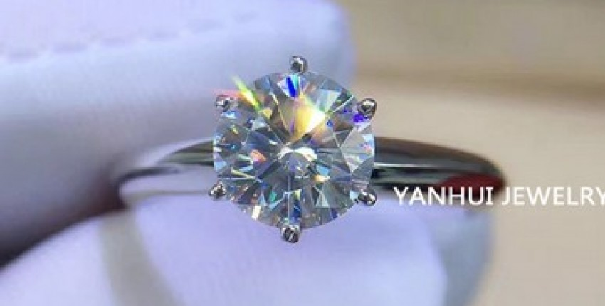 Luxury 18K White Gold Ring Original 2.0ct Zirconia Diamond. - User's review