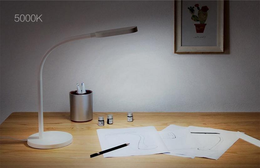 Настольная лампа без проводов