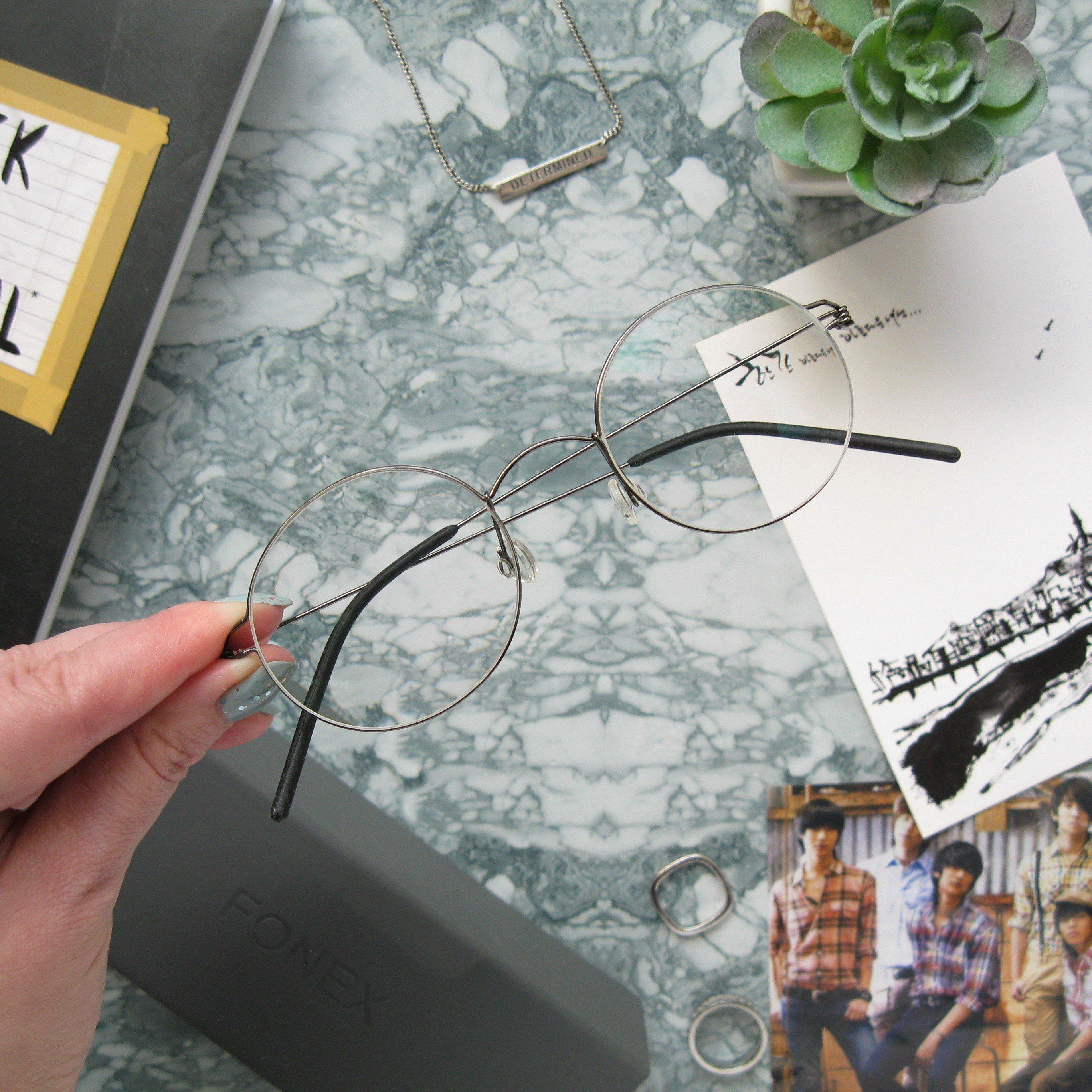 Безвинтовые очки с диоптриями в корейском стиле.