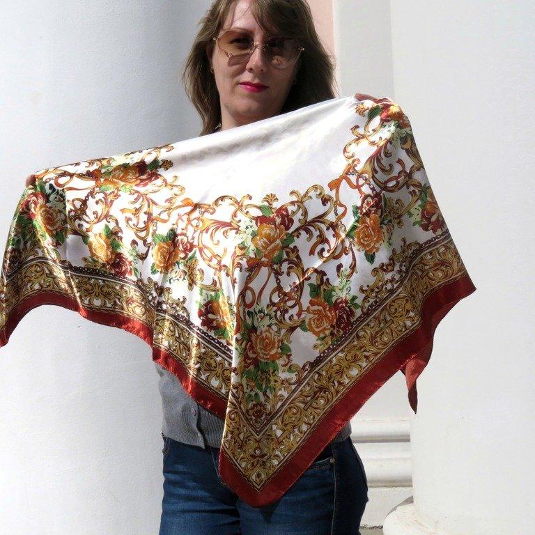 Шейный платок - незаменимая вещь в гардеробе любой женщины