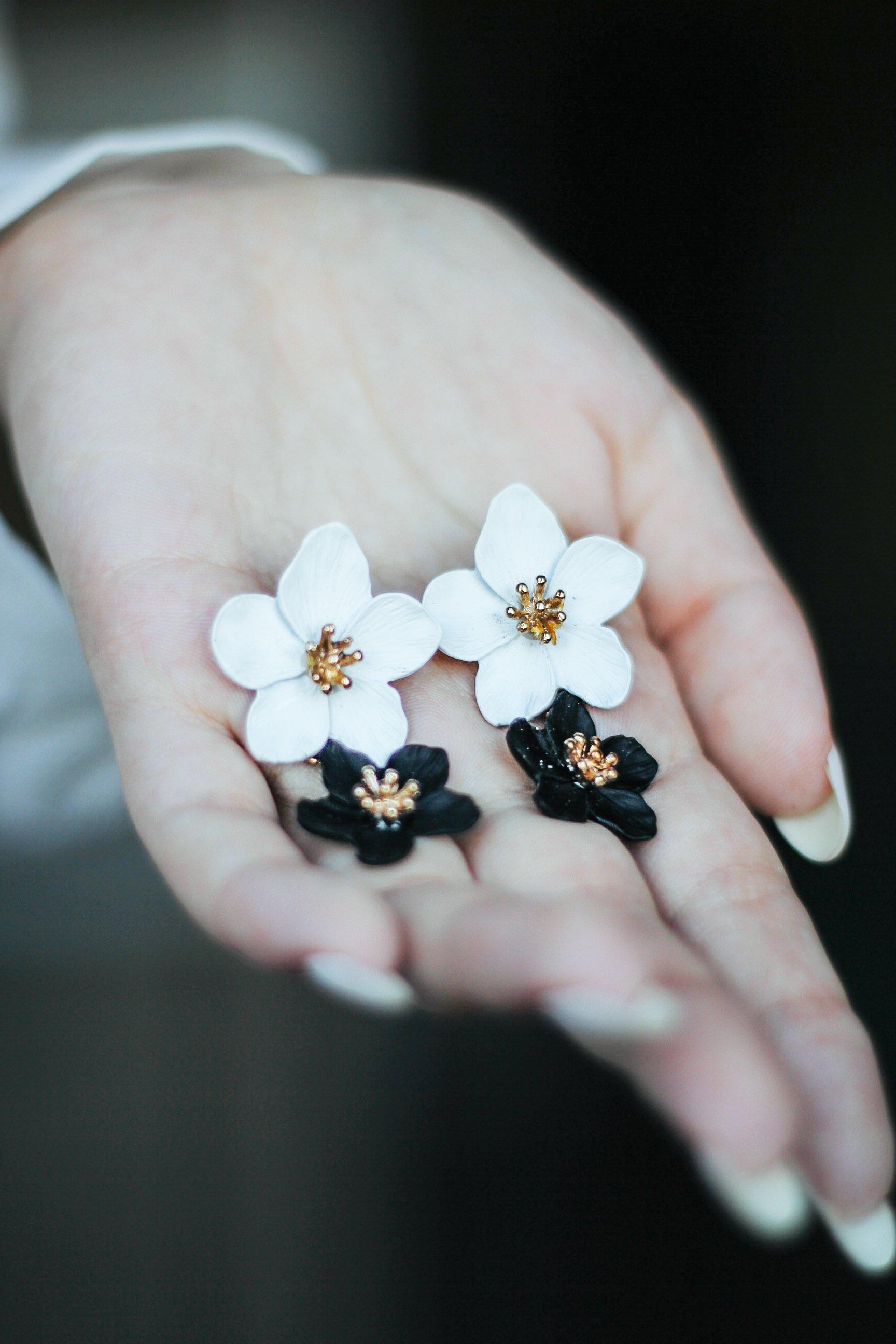 Романтичные серьги в виде цветов
