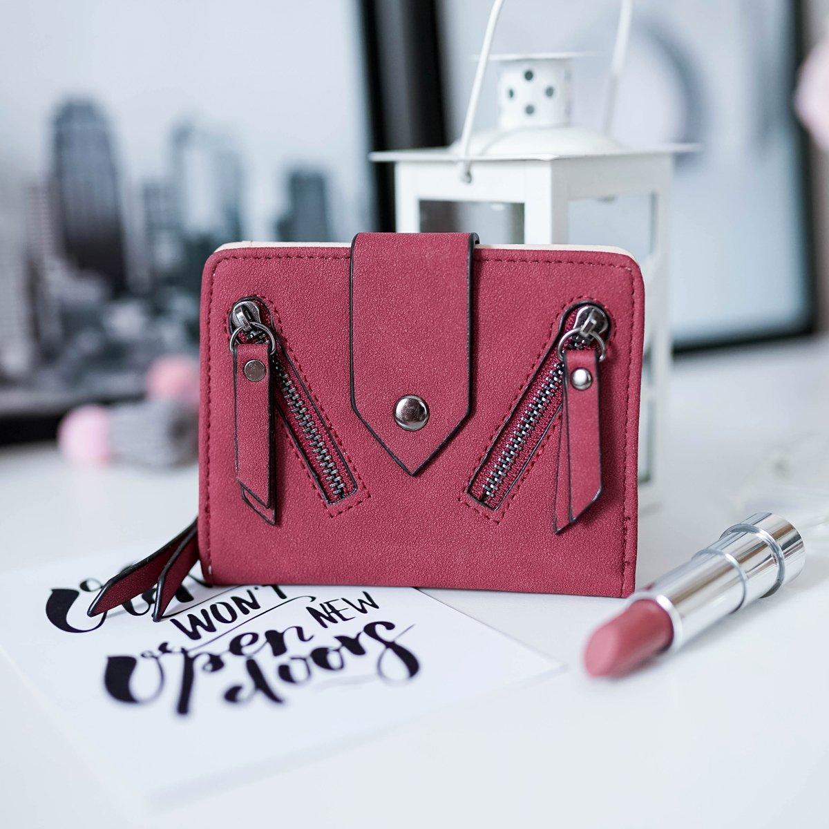 Красивый вместительный кошелек глубокого цвета марсала