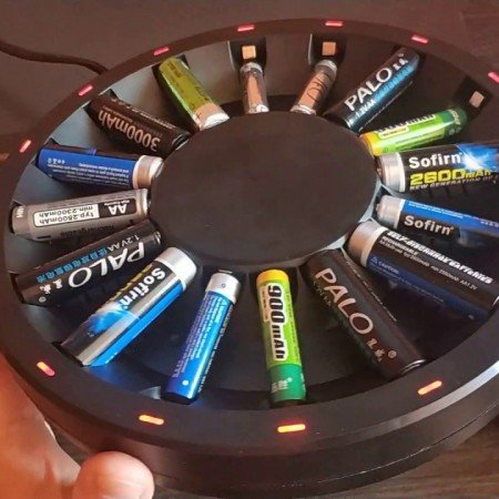 Простая зарядка для батареек AAA/AA