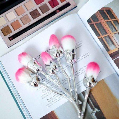 Шикарные кисти для макияжа в виде цветов