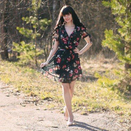 Симпатичное платье SINGRAN